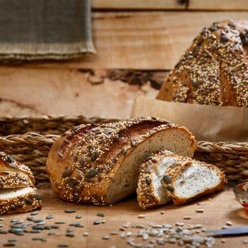חנות לחם צרפתי עם גרעיני סופר פוד ללא גלוטן
